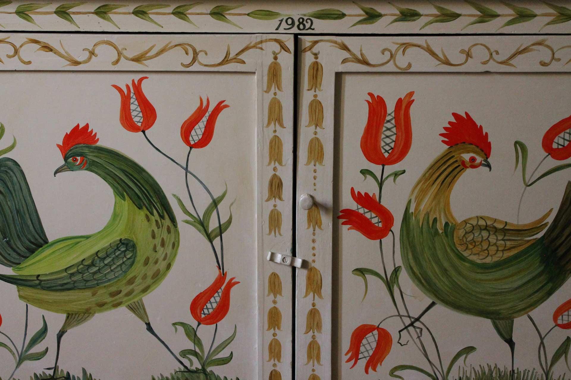 Hand-painted cupboard in Nocciole